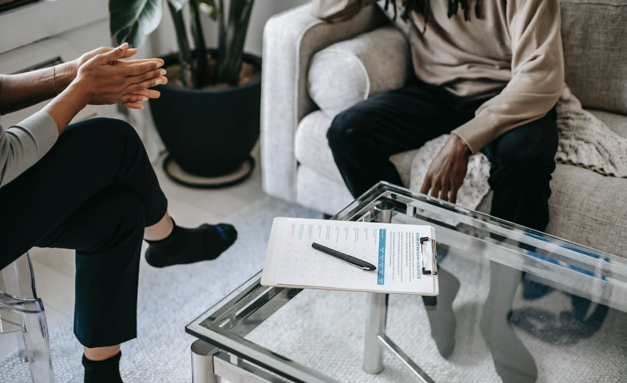 What is addiction treatment? Therapist and patient learning about addiction treatment and addiction treatment options. - iRecoveryUSA