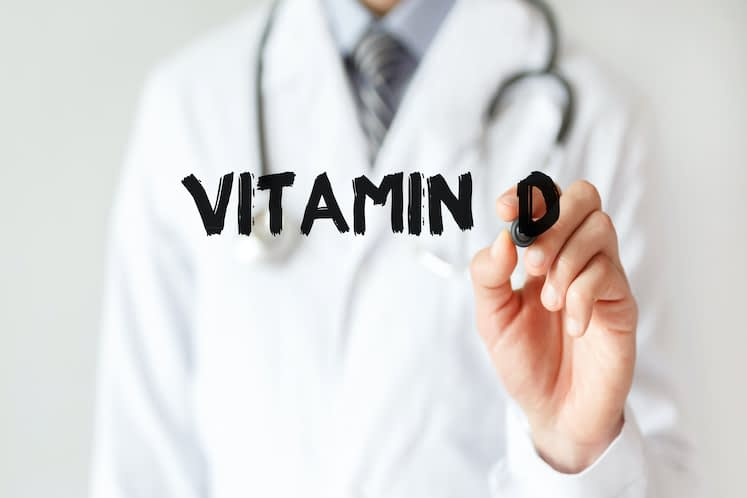 Is there a link between vitamin D levels and age-related macular degeneration?