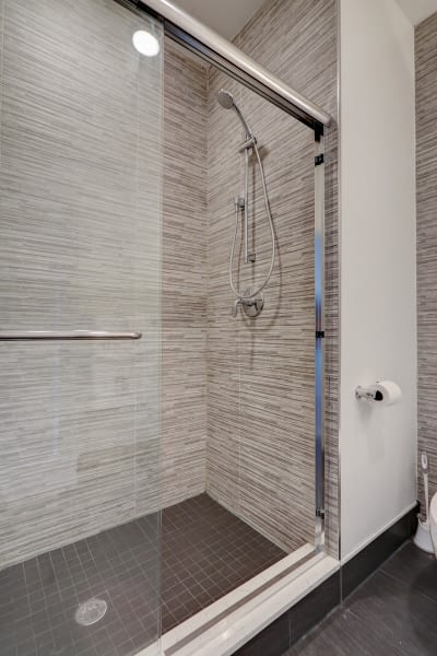 24_23Master_Bathroom_mls
