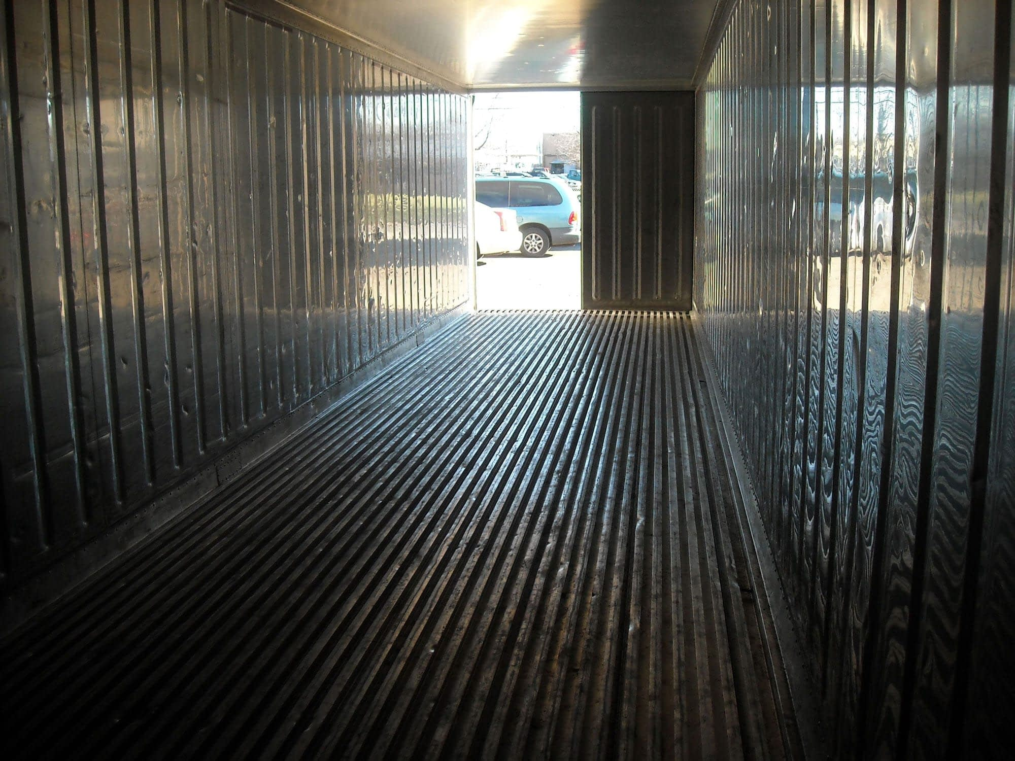 TRS ISO refrigeration containers have aluminum floors for air circulation