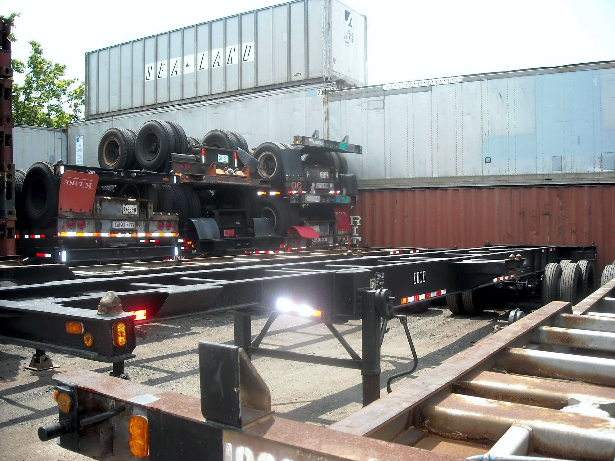 TRS supplies new and used 40ft 8-pin lock chassis. Repairs and Trucking